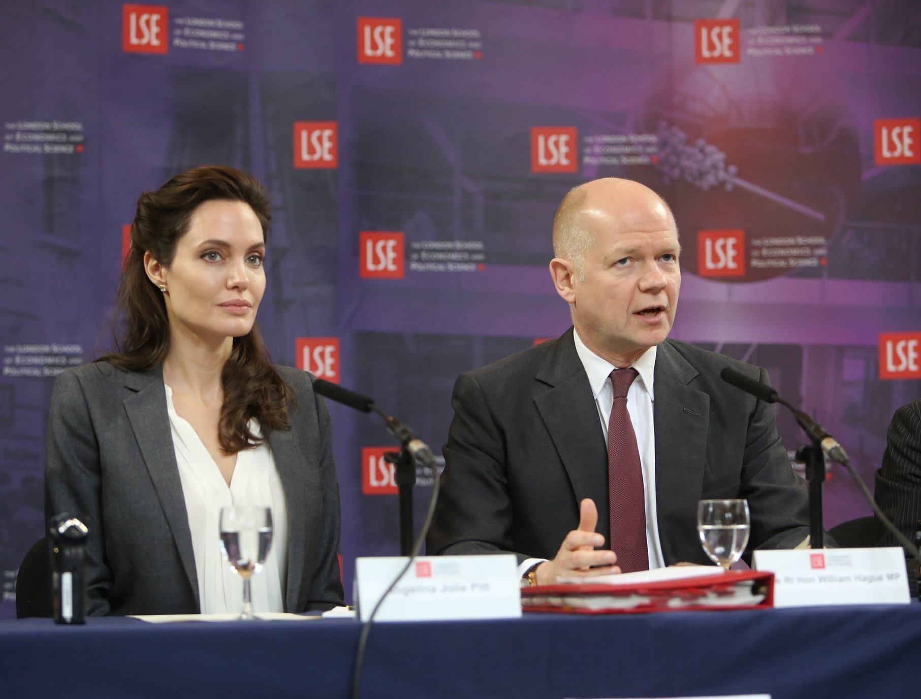 Angelina Jolie alla London School of Economics