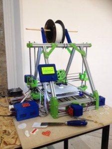 Una delle stampanti 3D allo Spazio Murat, Bari