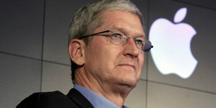 Apple vola, iPhone vendite record