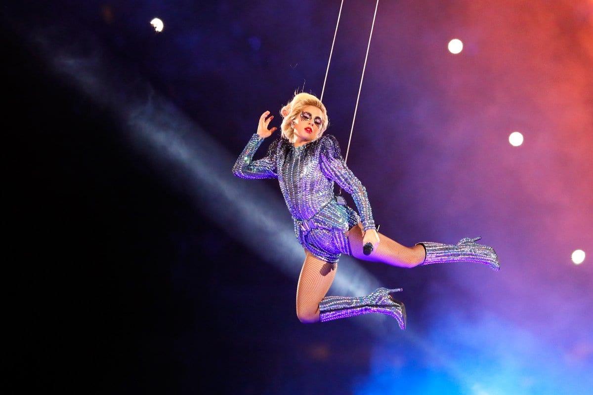 Lady Gaga al Super Bowl, tra show e messaggi a Trump