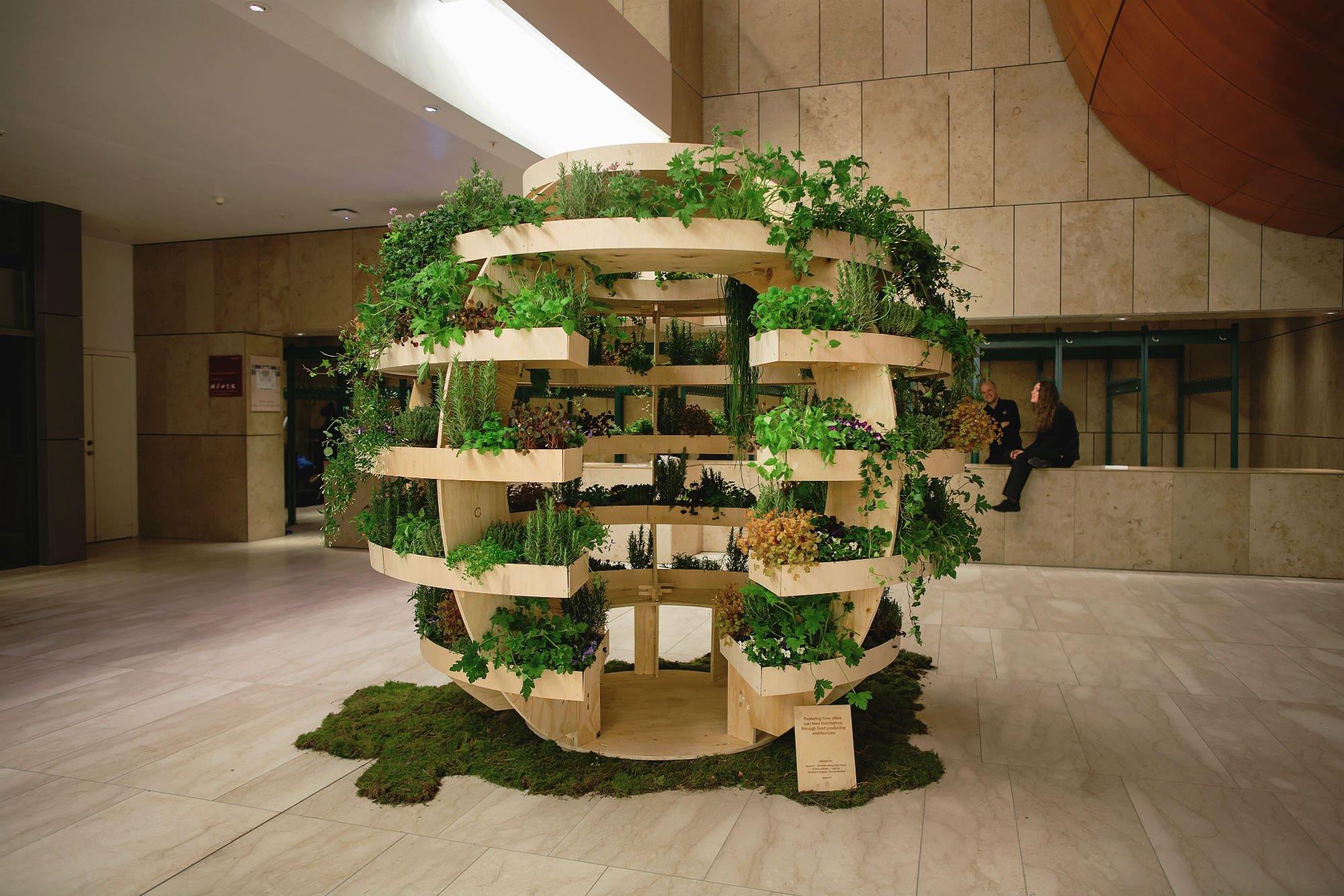 Ikea e space10 creano l 39 orto verticale urbano fai da te for Orto pensile fai da te