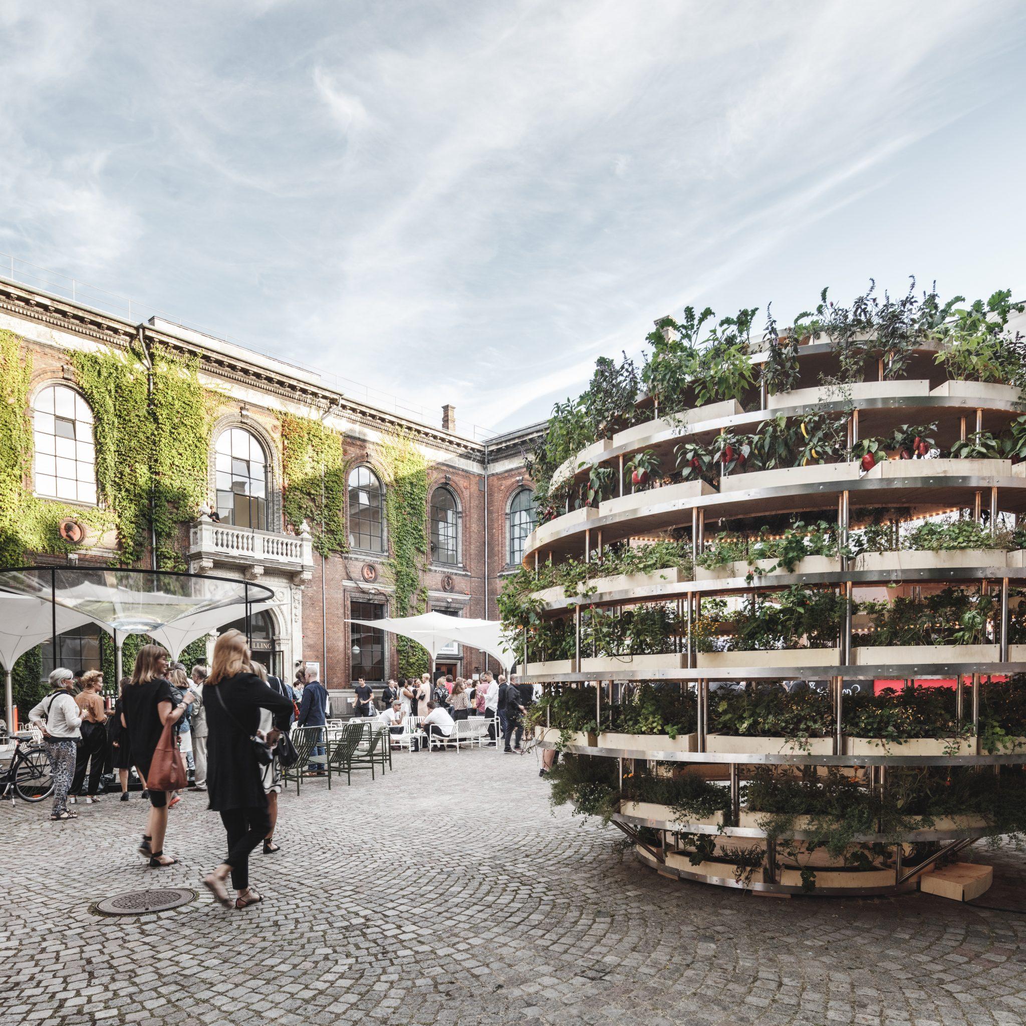 Ikea e space10 creano l 39 orto verticale urbano fai da te for The living room channel 10 competition