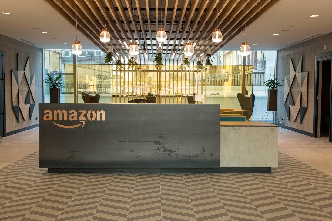 amazon apre oggi il nuovo quartier generale  milano
