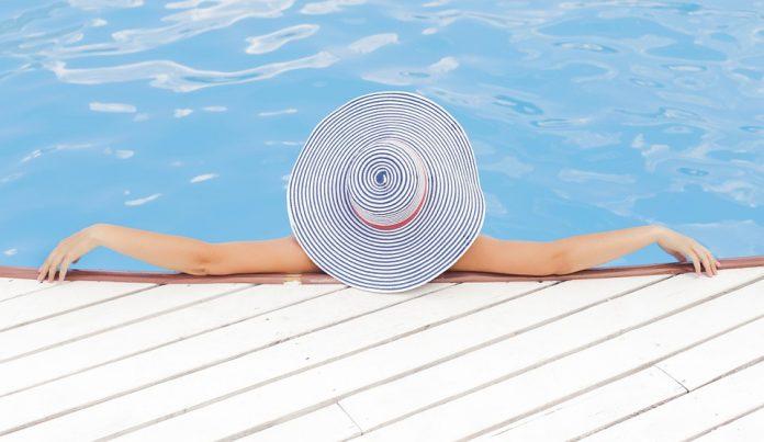 avere la piscina non pi un lusso con piscine desjoyaux. Black Bedroom Furniture Sets. Home Design Ideas