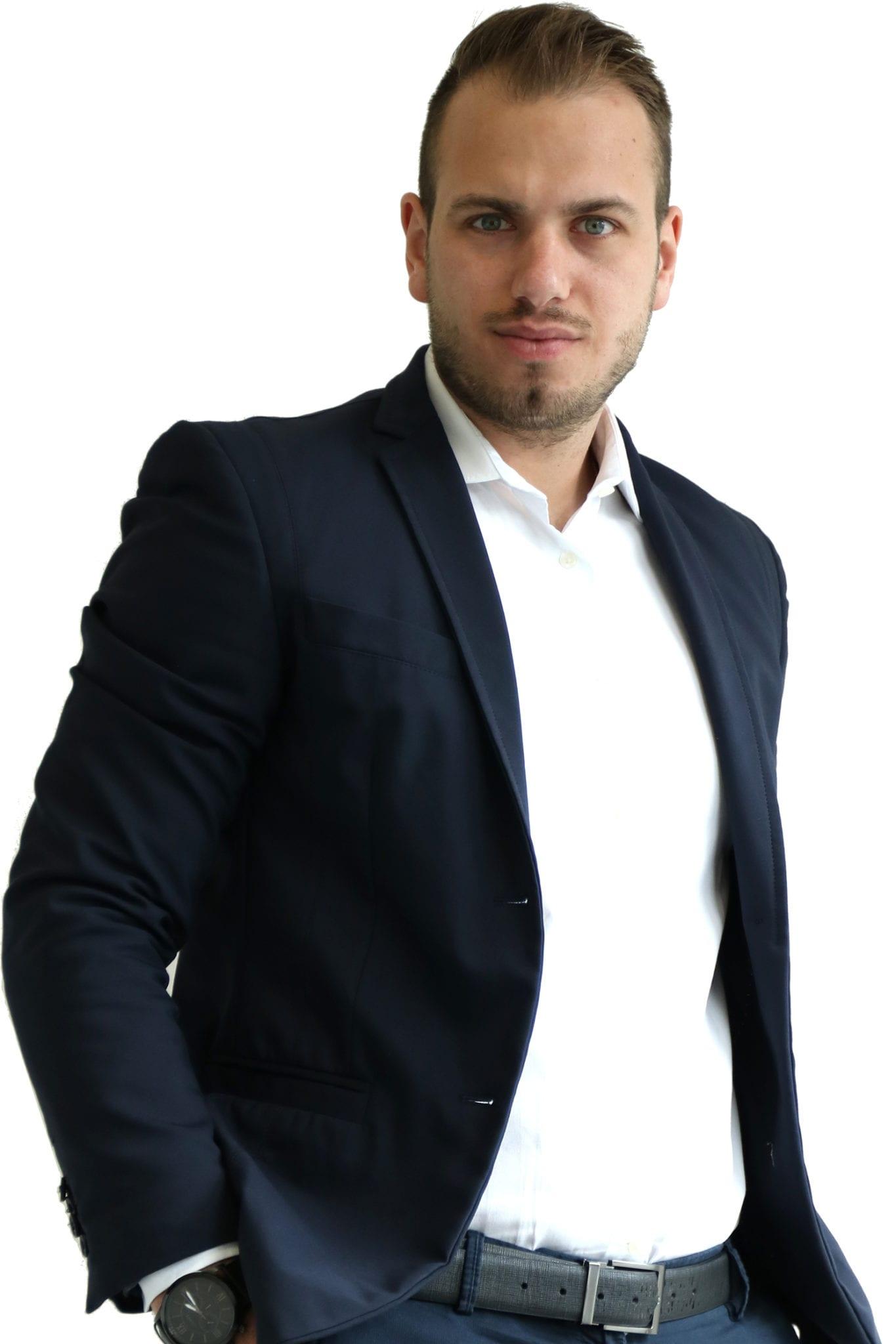 Michael Bassi, Apface gestione pagine Facebook