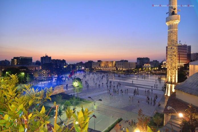 Viaggiare e sorridere: l'Albania come non l'avete mai vista