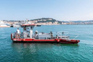 barca aspira rifiuti pelikan