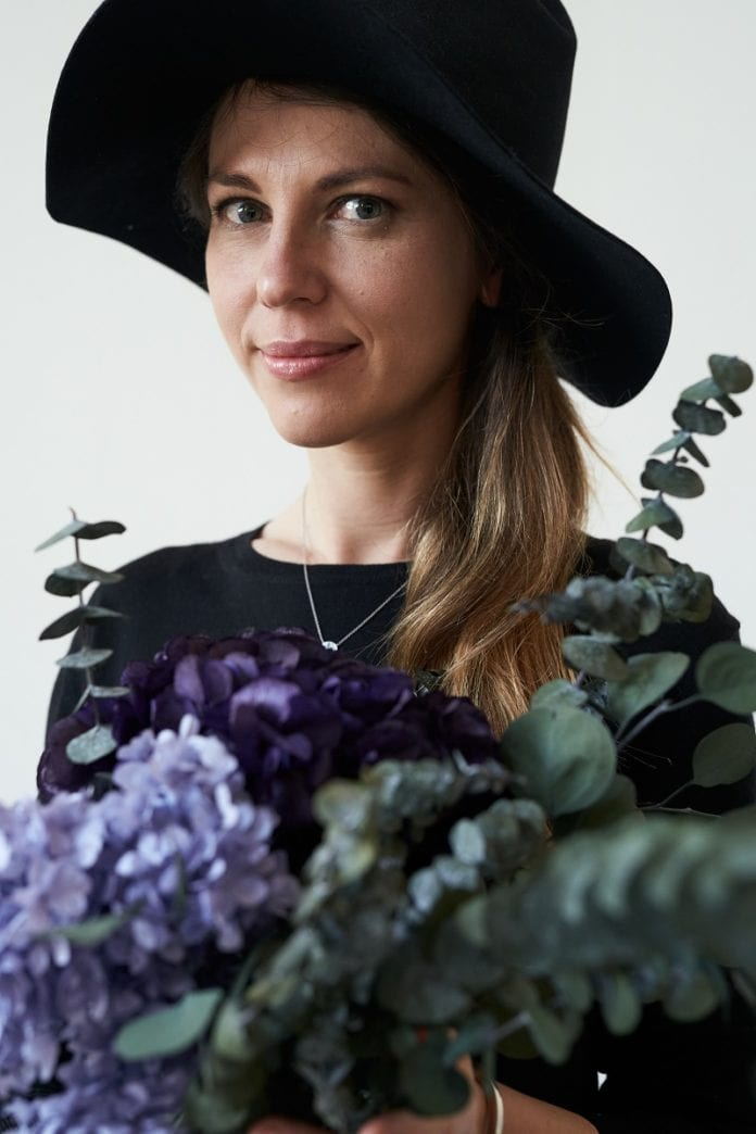 olena mirai flowers