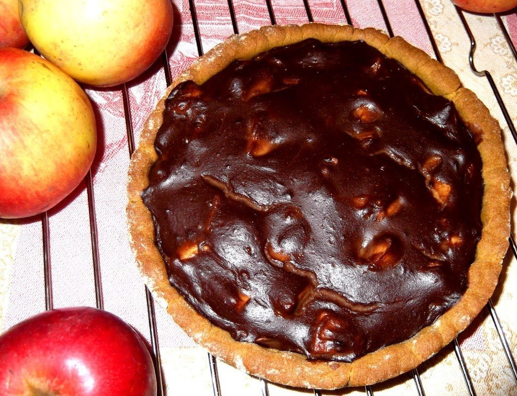 Crostata-con-mele-affogate-in-crema-al-cioccolato-Prospettiva (1)