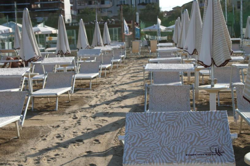 Vendita Ombrelloni Da Spiaggia Napoli.Apri La Tua Spiaggia Millionaire